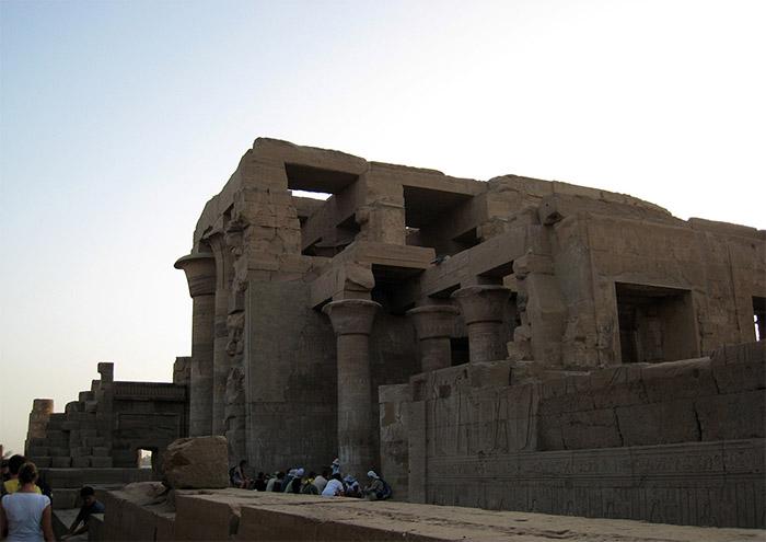 Kom-Ombo-arriere-temple