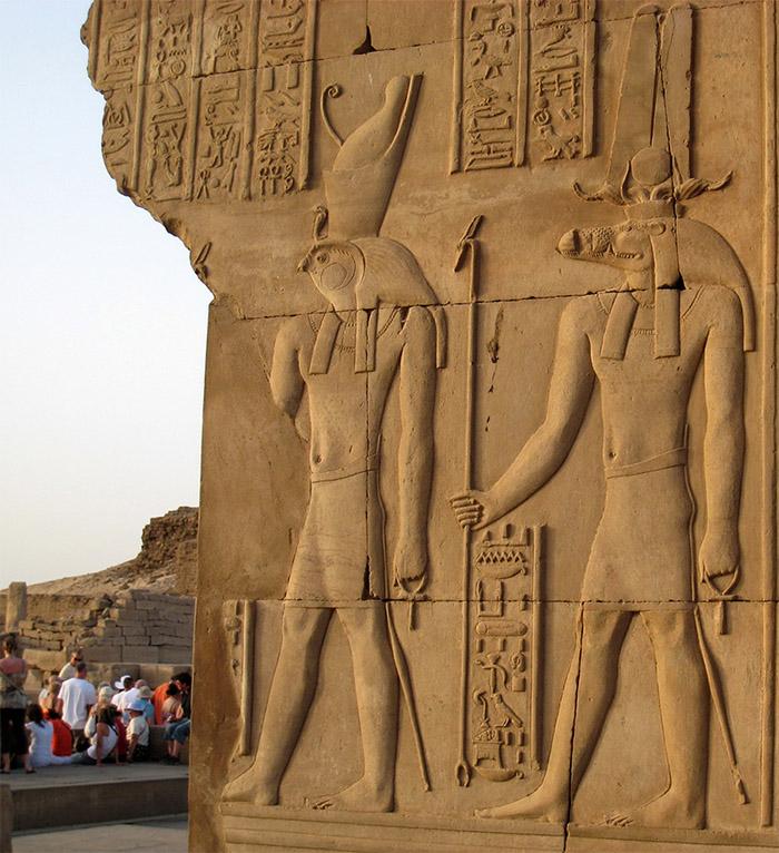 Kom-Ombo-sobek-horus
