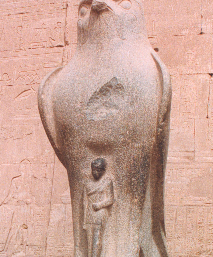 statue-horus
