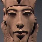 Amenhotep IV devient Akhenaton